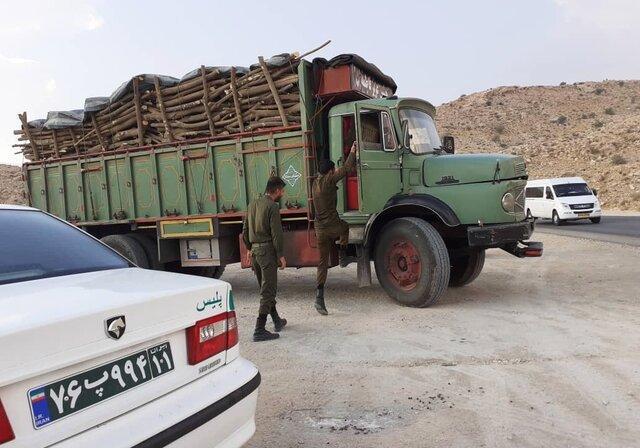 کامیون حامل چوب در شهرستان جم توقیف شد